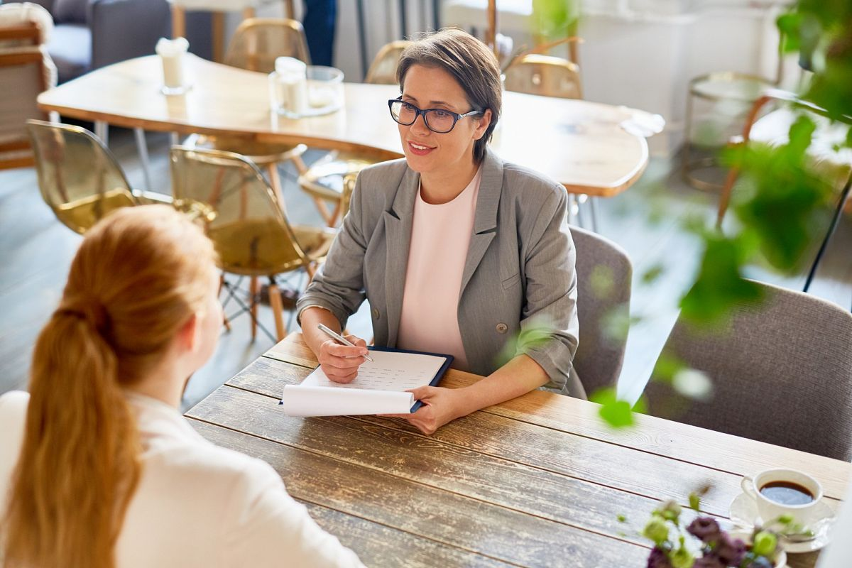 7 tips on how to sell yourself in an interview.